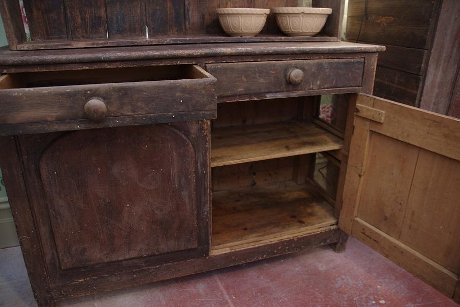 1860u2032s Farmhouse Kitchen Dresser